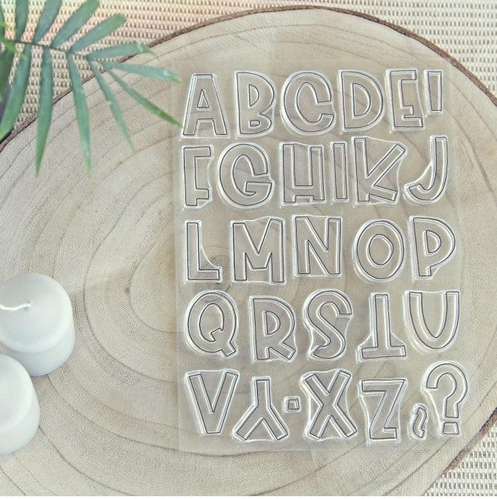 sello alfabeto brady contorno colección TRAVEL Alúa Cid scrapbooking viajes vacaciones La esquinita del scrap México